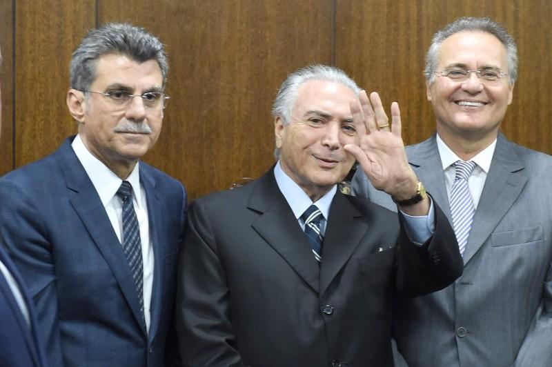 Romero Jucá, Michel Temer, Renan Calheiros e grupo de ministros se encontraram ontem no Senado