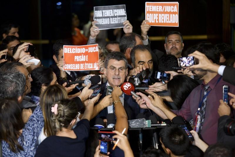 Romero Jucá volta a ocupar sua cadeira no Senado Federal