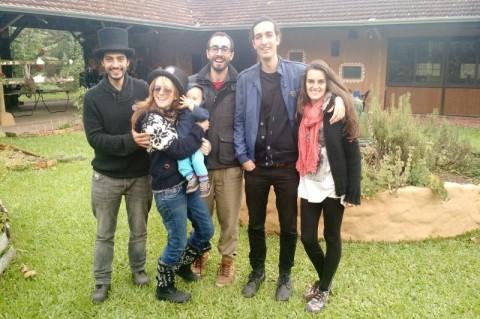 Projeto educacional gaúcho propõe prática do inglês no sítio em frente à lareira