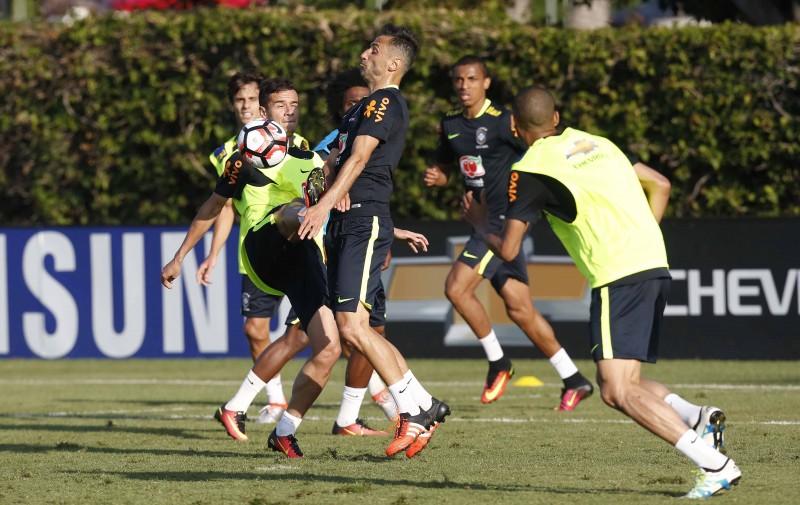 e9fb7e979b40b Lucas Lima será o camisa 10 do Brasil na Copa América - Jornal do ...