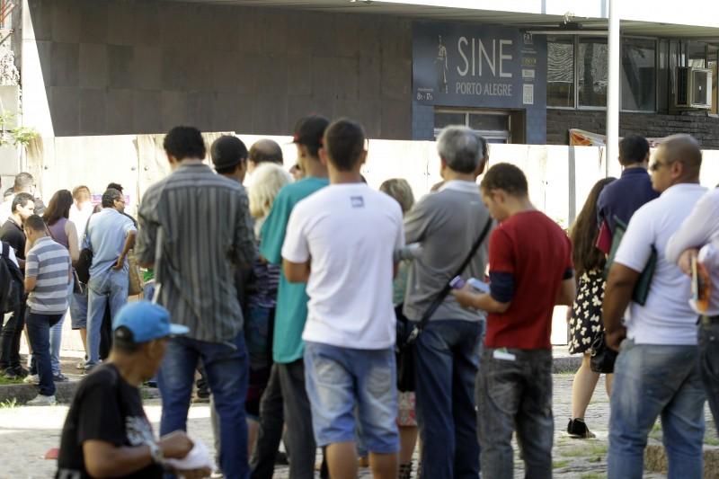 Desemprego no mês de abril atingiu 198 mil pessoas