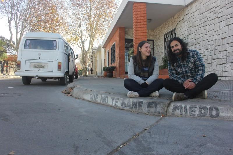 Mônica Menguer e Felipe Baierle ganham a vida com vendas de artesanato há quatro anos