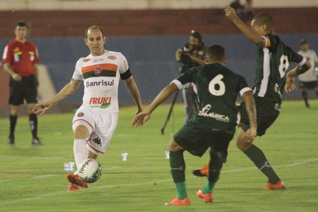 Gaúchos seguem na zona de acesso a Série A de 2017
