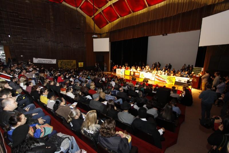 Público lotou o auditório Dante Barone para participar de audiência pública sobre a proposta do governo