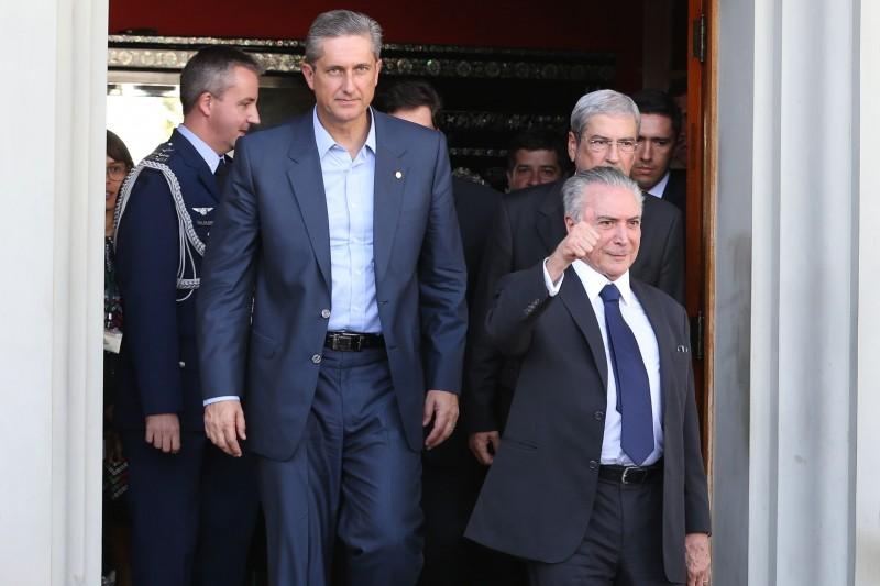 Presidente interino Michel Temer se comprometeu a reunir-se semanalmente com deputados da base