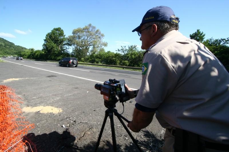 Controle de infrações é tarefa da polícia rodoviária, assegura o TRF