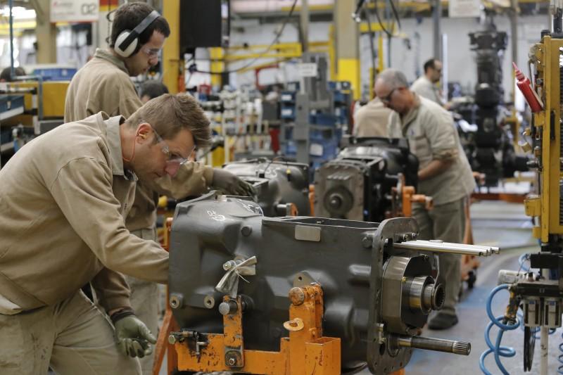 As horas trabalhadas tiveram leve alta de 0,3% em abril ante março