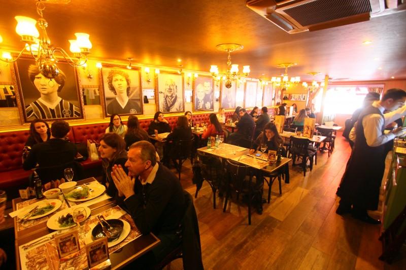 Inauguração de filial do restaurante Paris 6 em Porto Alegre