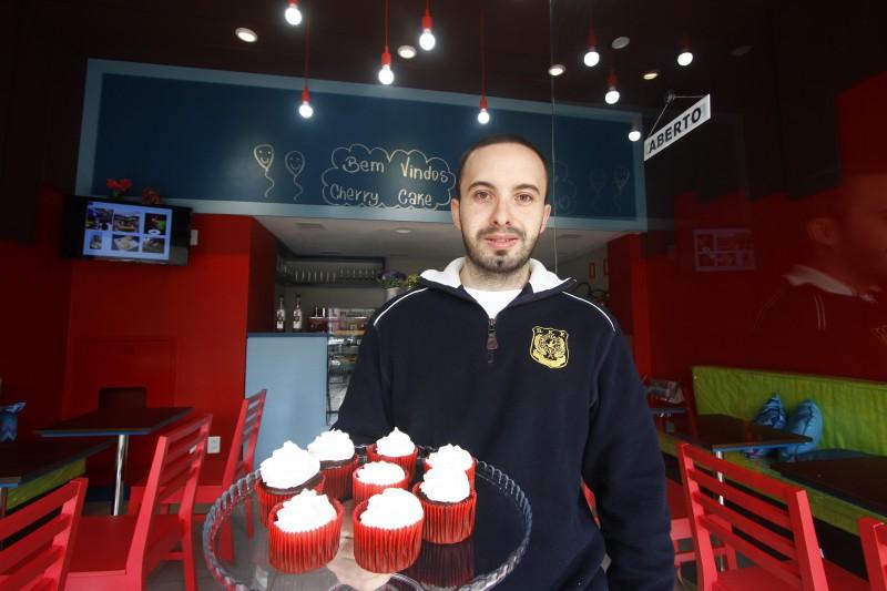 Rodrigo Machado, proprietário da Cherry Cake, na rua Santana, abriu em janeiro