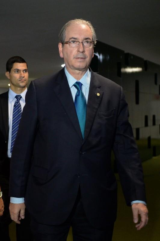 'Tropa de choque' age para evitar cassação do presidente afastado