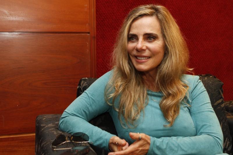 Bruna Lombardi fala sobre seus projetos, política e o papel da cultura em momentos de crise