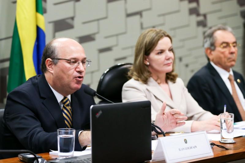 A indicação de Ilan Goldfajn (E) para o cargo de presidente do Banco Central foi aprovada na Comissão de Assuntos Econômicos (CAE)