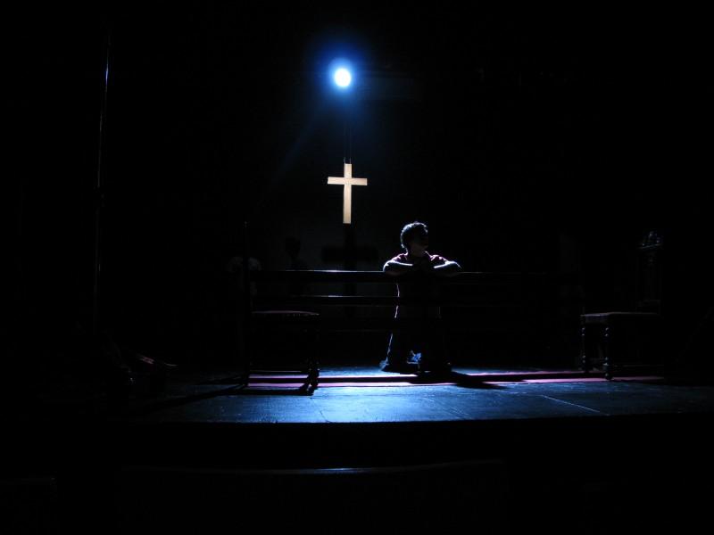 Filme Trago comigo, de Tata Amaral, reproduz montagem teatral