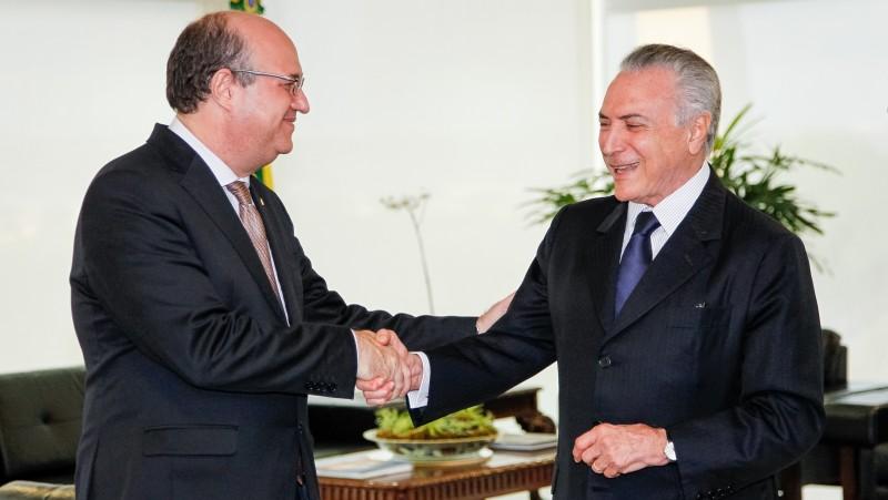 Presidente interino Michel Temer cumprimentou o economista