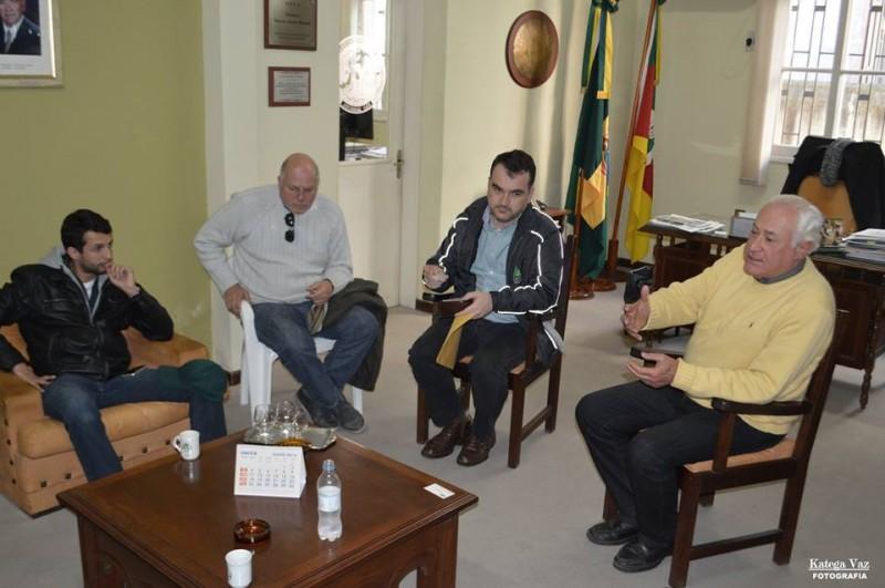 Tarso Teixeira (d) recebeu gerentes da CMPC e da JFI Silvicultura