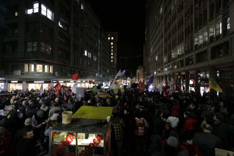 Ato contra o governo interino de Michel Temer levou militantes até o Centro Histórico, em Porto Alegre