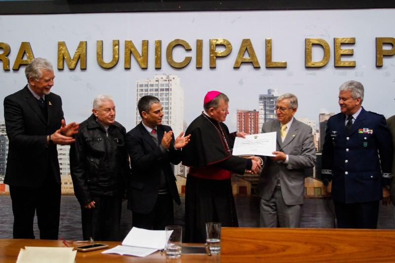 Prefeito José Fortunati na entrega do título de Cidadão de Porto Alegre ao Dom Jaime Spengler