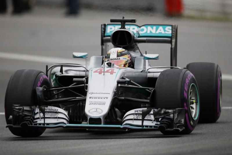 O inglês conquista a sua 53ª pole position na carreira