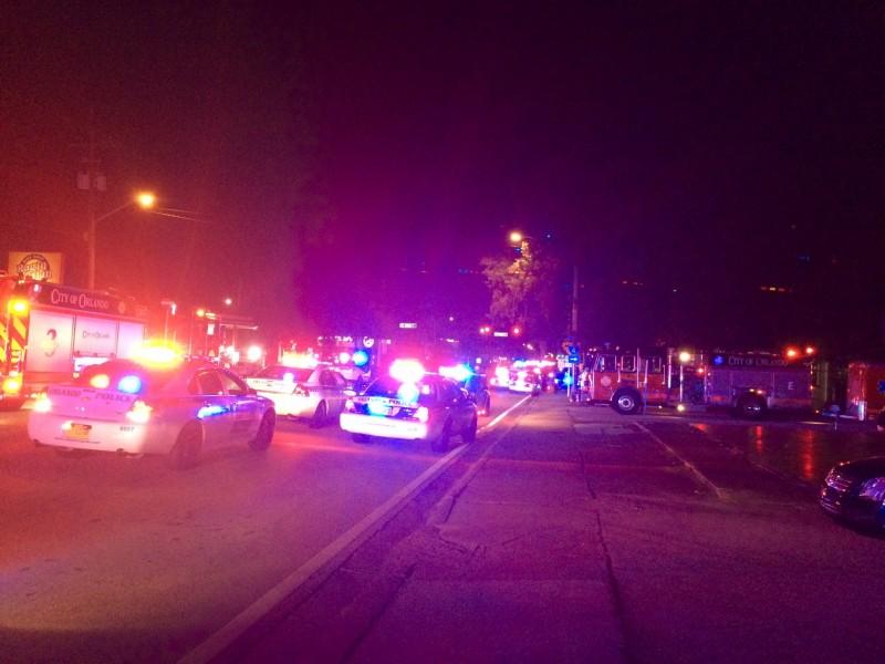 Foto divulgada pelo departamento de polícia de Orlando mostra o cerco à boate Pulse na madrugada do domingo