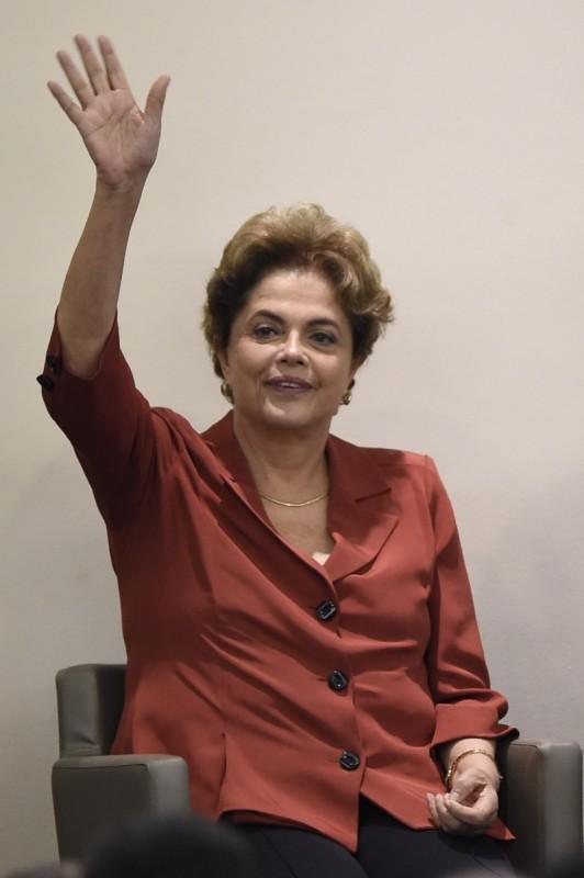 Para Dilma Rousseff presidente interino 'não tem legitimidade'