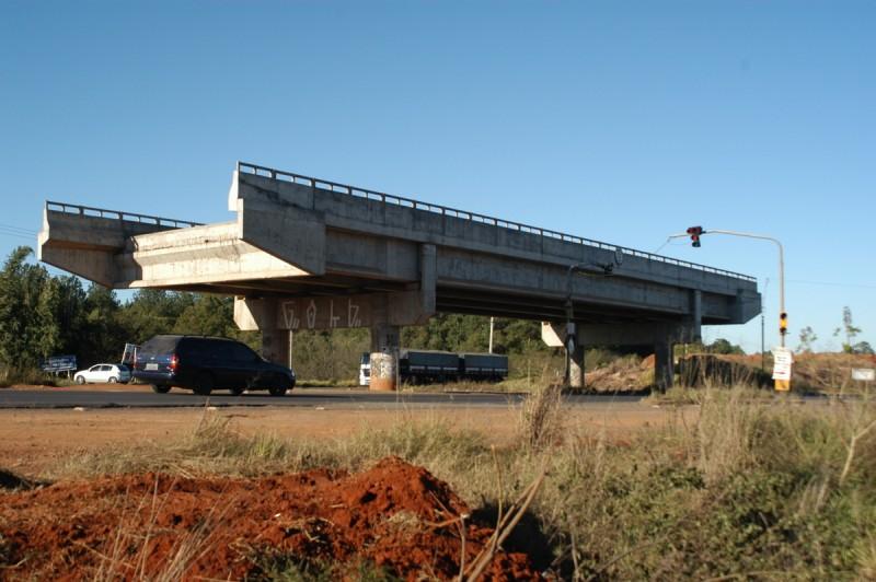 Viaduto construído na ERS-118 vai do nada para o lugar nenhum