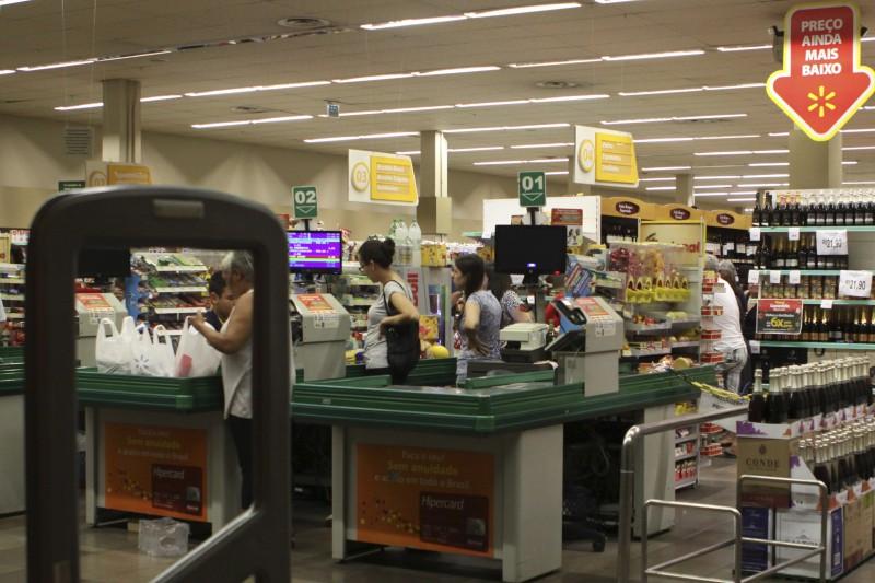 Supermercados e hipermercados cresceram 1% e puxaram elevação