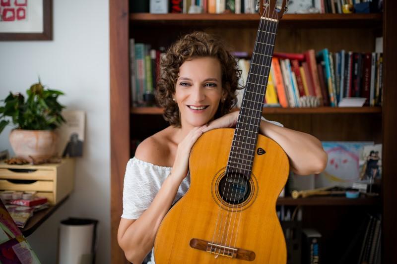 Cantora e compositora Priscila Meira lança novo CD de inéditas neste domingo no Teatro da Santa Casa
