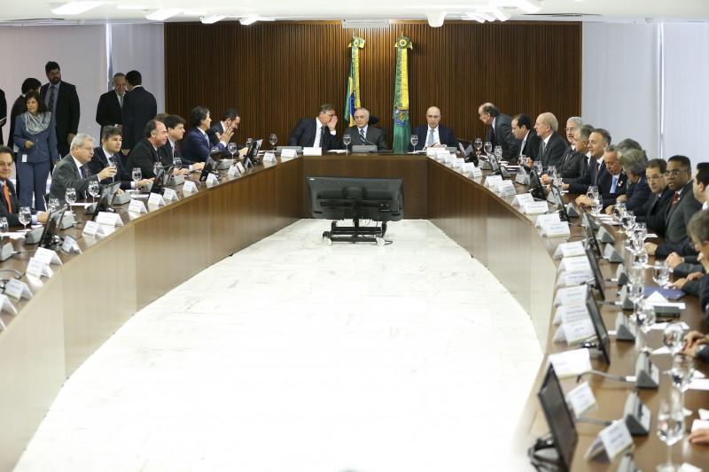Presidente interino Michel Temer anunciou decisão aos líderes dos partidos aliados no Congresso Nacional
