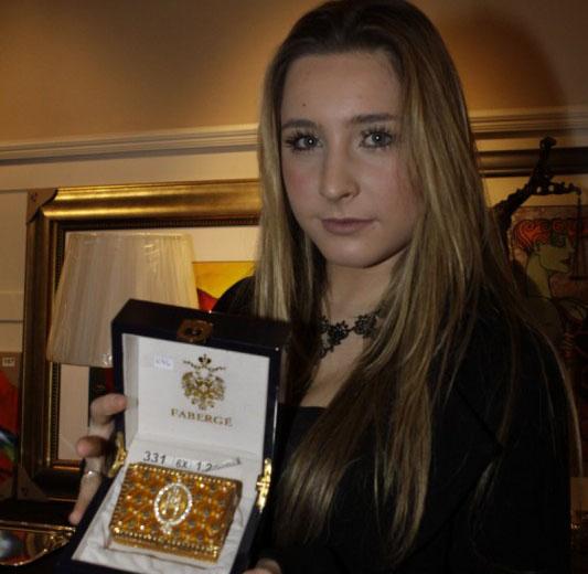 Evelyn Rigo apresentou uma caixa Fabergé no leilão em parceria com a Liga