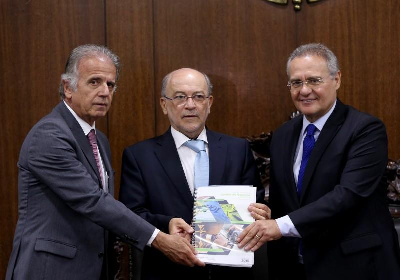 José Múcio (e) entregou prestação de contas a Renan Calheiros (d)