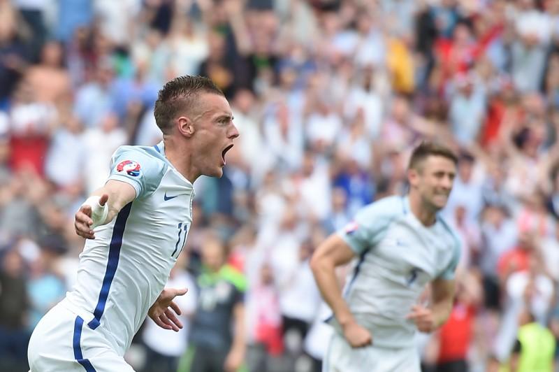 O banco de reservas acabou fazendo a diferença para a Inglaterra, que venceu por 2 a 1