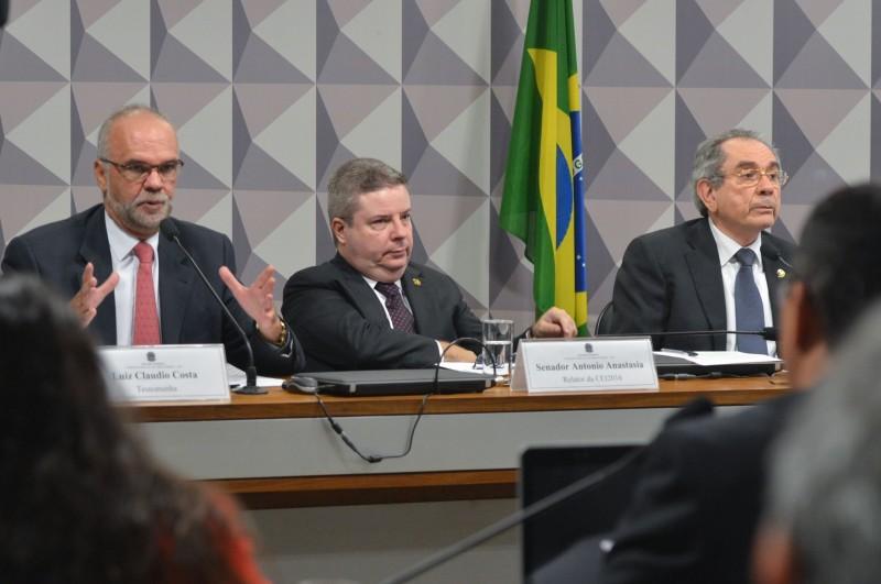 A Comissão Processante do Impeachment ouvindo o depoimento da segunda testemunha, Luiz Claudio Costa
