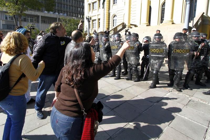 Polícia bloqueou a Secretaria da Fazenda após entrada dos estudantes