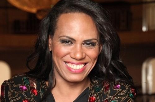 Cantora Valeria Houston se apresenta na Aldeia amanhã