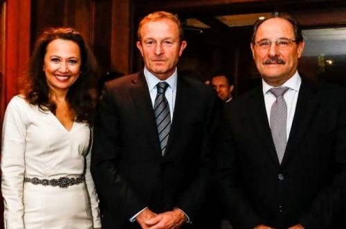 Karim Miskulin com Charles Desmartis, CEO do Grupo Carrefour Brasil, e o governador José Ivo Sartori