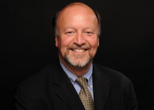 Entrevista com o médico Warner Hudson, diretor do Sistema de Saúde Ocupacional e dos Funcionários da Universidade da Califórnia (Ucla)