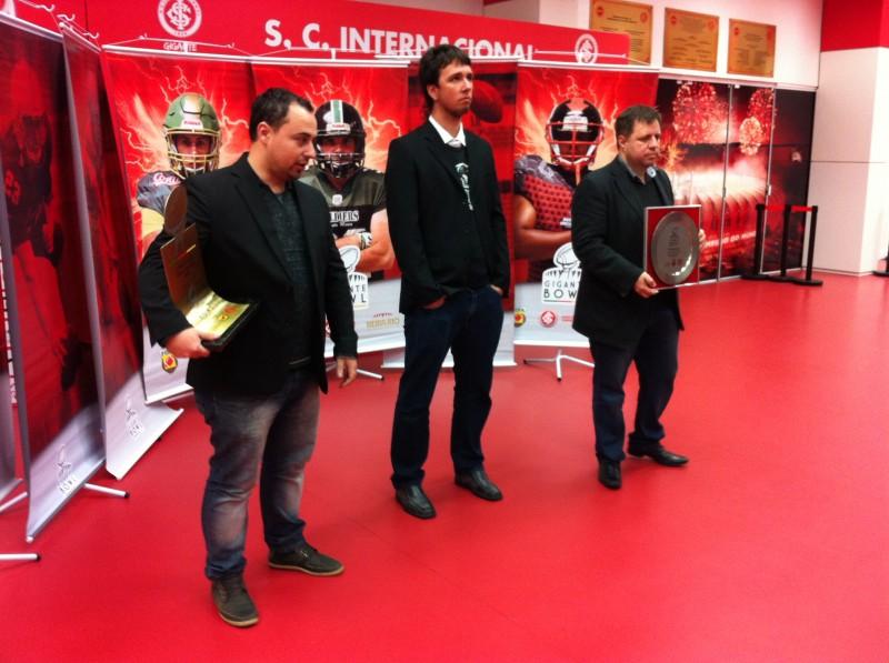 Da esquerda para direita: Mendes, Petter e Limeira falam sobre a decisão do Gigante Bowl