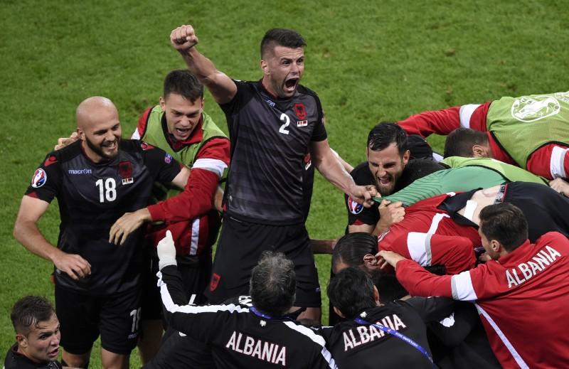 É o primeiro triunfo dos albaneses em um torneio oficial de seleções