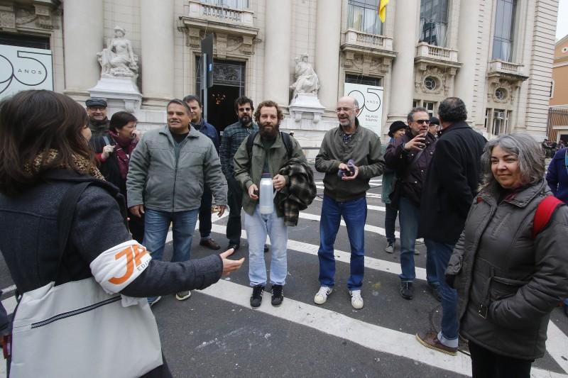 - Jornalistas gaúchos fazem ato de desagravo a ação da Brigada e da Polícia Civil que resultou na prisão do jornalista Matheus Chaparini, do Jornal Já.