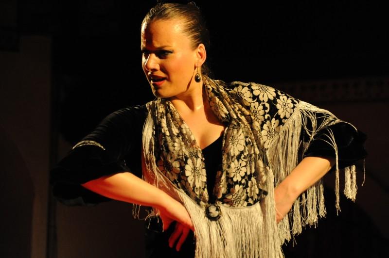 Laura González participa do espetáculo Los balcones de mis sueños