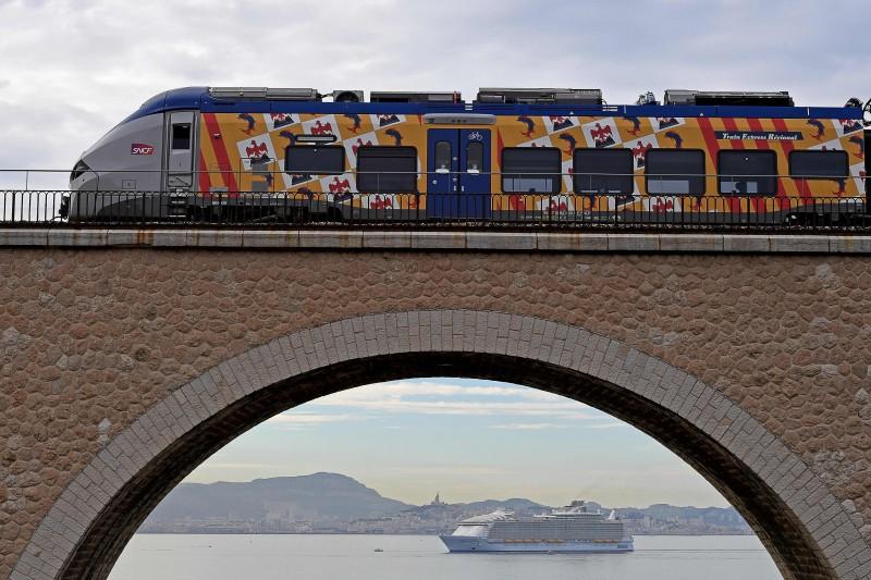 Maior cruzeiro do mundo entra em operação, na França