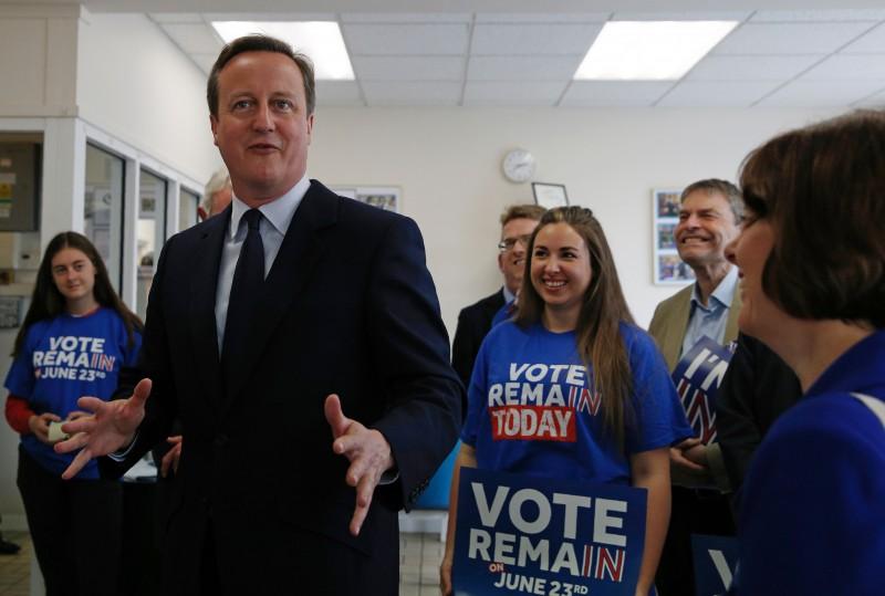 Primeiro-ministro David Cameron faz campanha pela permanência