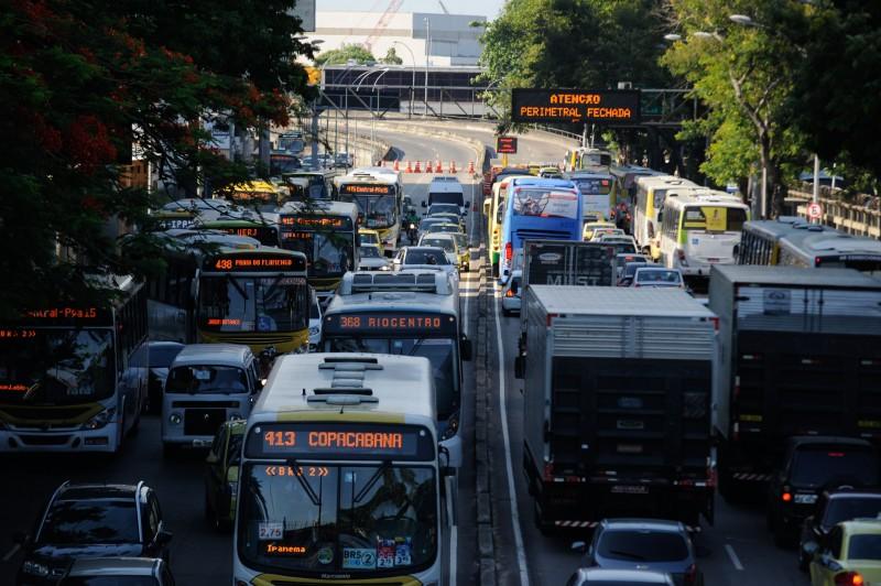 Transporte coletivo terá prioridade nas vias