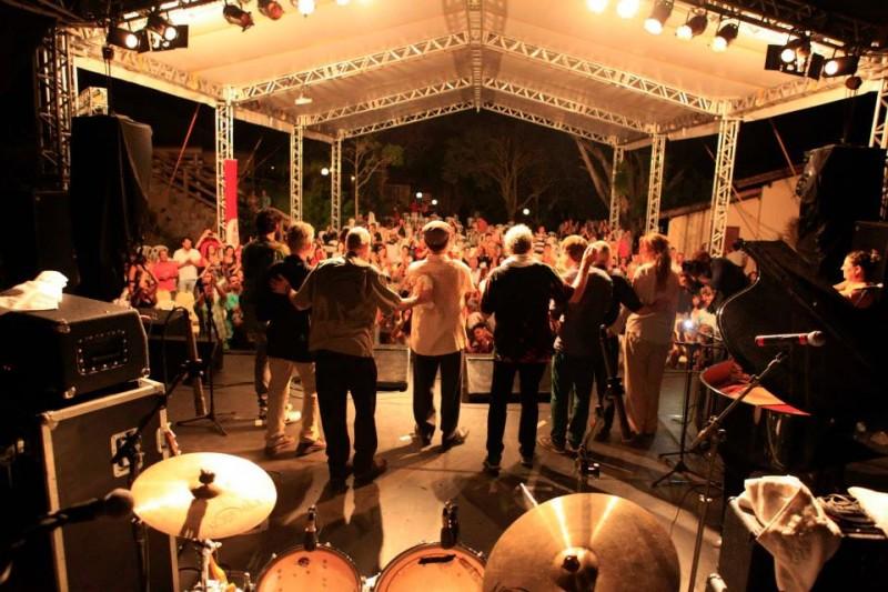 Evento reúne shows de música e degustação de vinho