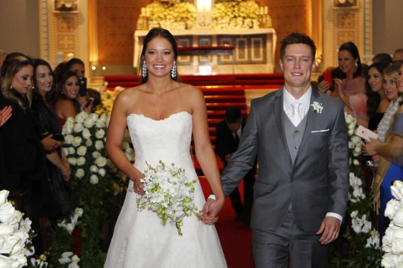 Os noivos Julia Teixeira Coufal e Walter Saraiva Wilms
