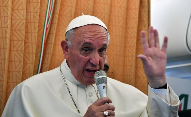 Francisco conversou com jornalistas a bordo do avião papal