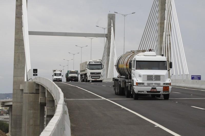 Lei determina que trabalhadores não podem dirigir caminhão por mais de cinco horas e meia ininterruptas