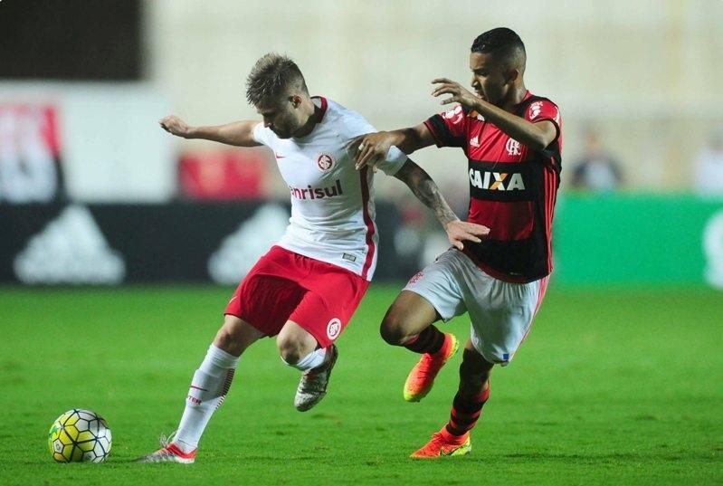 Eduardo Sasha teve dificuldades de vencer a marcação carioca