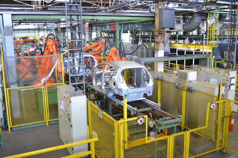 Queda na comercialização do setor forçou a redução de unidades fabricadas e gerou excedentes de mão de obra em todos os tipos de veículos