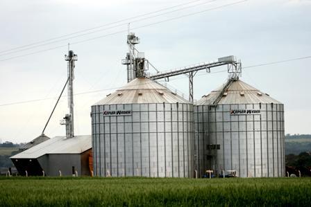 Fornalhas da Weco secam grãos nos grandes silos para produtos agrícolas